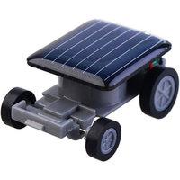 Schwarzes Spielzeugauto auf Solarenergie Solarbetriebenes Auto